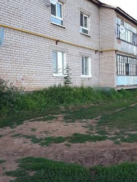 Продам 2 комнатную квартиру в село Гольяны, улица Совхозная 14 - Фото 3