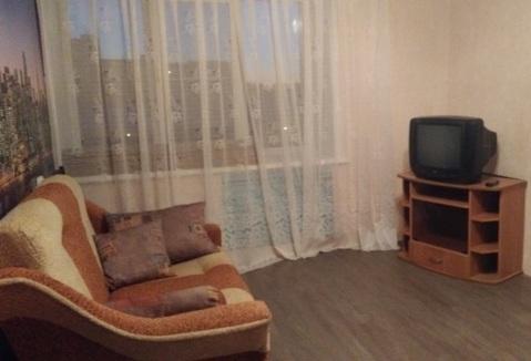 В квартире 8 комнат. Туалет на 2 семьи, душевая тоже.С мебелью (шкаф, ., Снять комнату в Ярославле, ID объекта - 701064730 - Фото 1