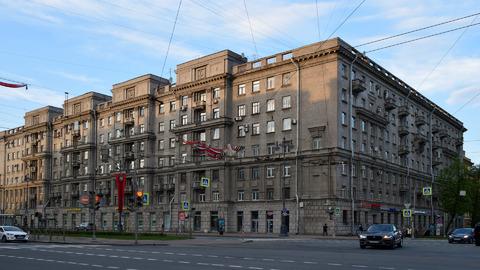Продаётся большая комната (2 комнаты) В московском районе У метро - Фото 1