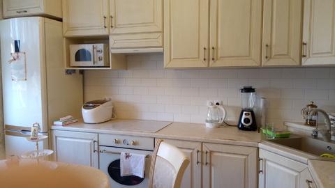 Шикарная трехкомнатная квартира с большой кухней - Фото 1