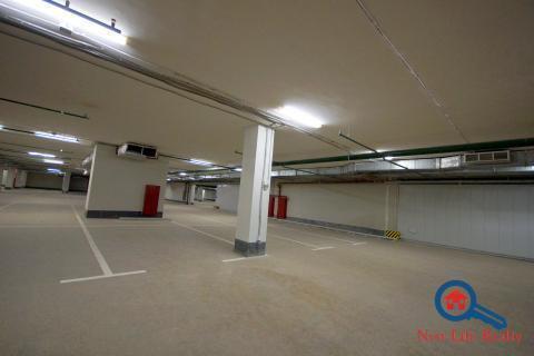 Машиноместо в подземном гараже на ул.Троицкой дом 5 - Фото 1