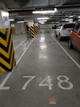Машиноместо в ЖК Ultra City, подземный паркинг, место возле лифта - Фото 1